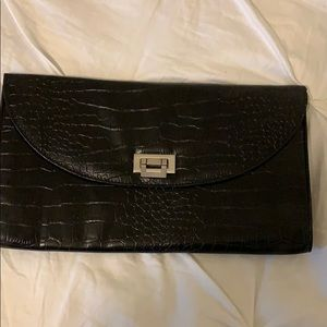Handbags - ⚡️Flash Sale ⚡️Black snakeskin clutch